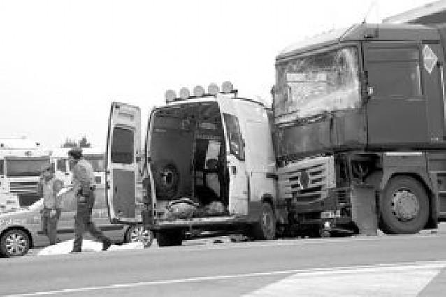 Fallece un joven guipuzcoano al chocar con un camión en Castejón