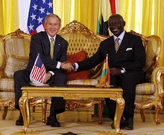 Ghana acoge a Bush, pero se niega al aumento de la presencia del Ejército de EEUU en el país