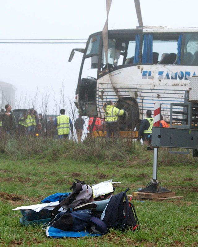 Treinta heridos al volcar un autobús escolar en Talavera de la Reina (Toledo)
