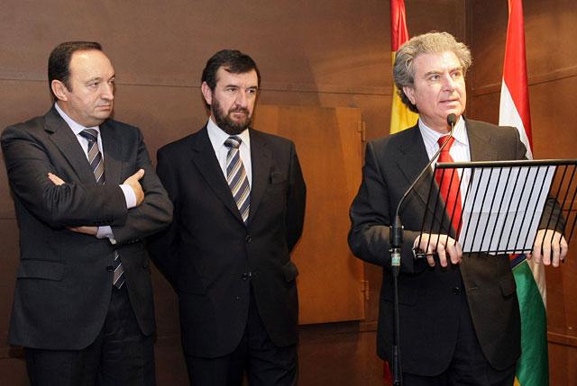 """El ministro de Cultura inaugura en Nájera la exposición """"De Roncesvalles a San Millán"""""""