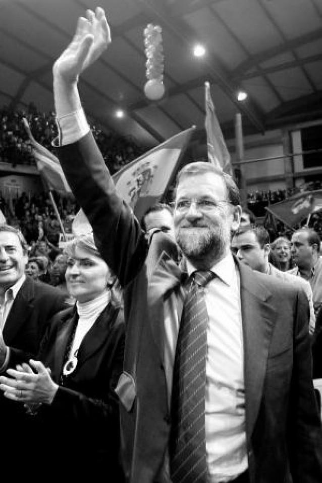 Rajoy denuncia los ataques a los candidatos