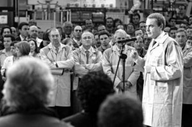 Zapatero reitera que no hay crisis económica sino desaceleración