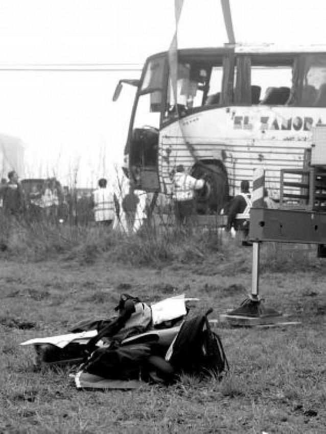 Una treintena de heridos al volcar un autobús escolar en Toledo