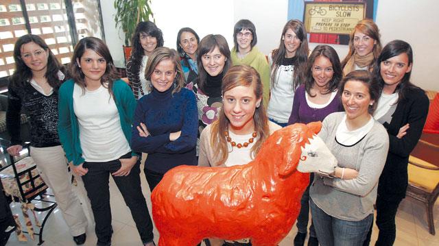 Las chicas de la oveja naranja