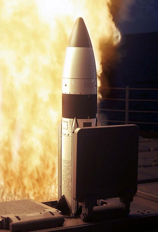 Estados Unidos lanza un misil táctico contra un satélite espía que se precipitaba hacia la Tierra