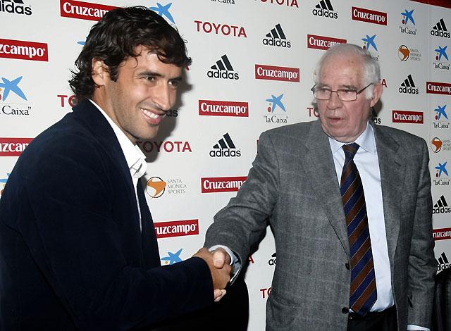 Aragonés y Raúl sellan la paz pero no aclaran si el jugador irá a la Eurocopa