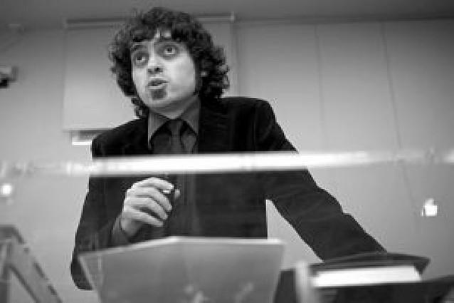 El poeta Alberto Santamaría dilata su currículo con el premio Amado Alonso