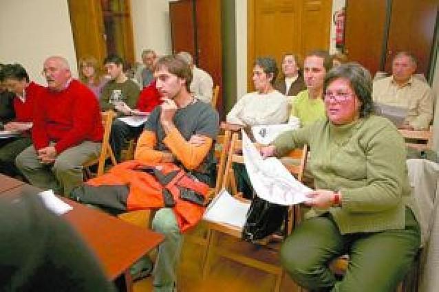 Treinta vecinos en la reunión de Villatuerta