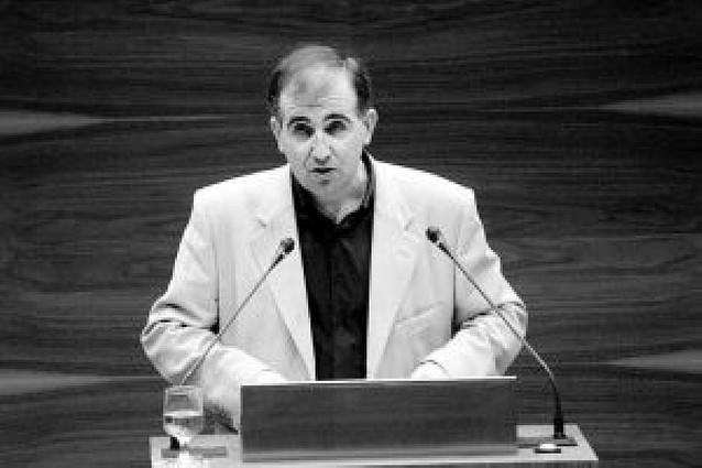 La oposición critica que Barcina dude de la imparcialidad de Miguel Izu (IU) en el TAN