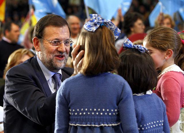 """Rajoy pide el voto a los que confiaron en el PSOE porque el PP """"defiende mejor España y la lucha contra ETA"""""""