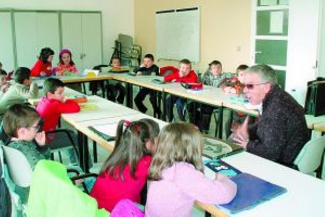 Medio centenar de alumnos de Primaria asisten en San Adrián a un taller literario