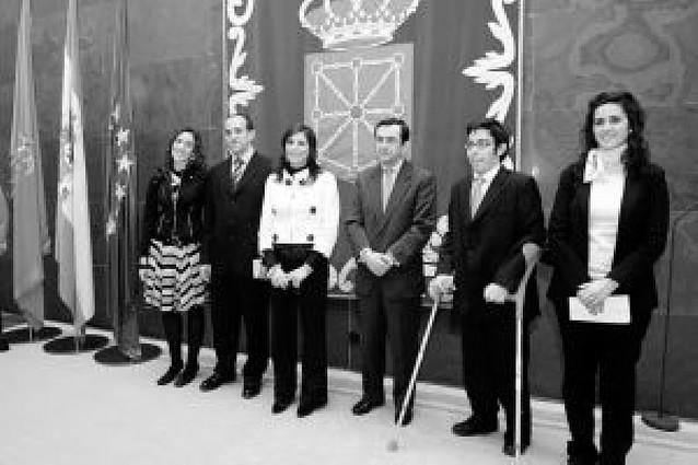 Dos hermanos reciben el Premio del Aula de Derecho Parlamentario