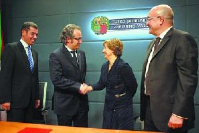 El consejero de Educación se reúne en Vitoria con la consejera vasca de Cultura