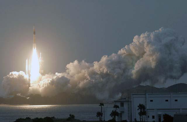 """Japón lanza con éxito su satélite de Internet de alta velocidad """"Kizuna"""""""