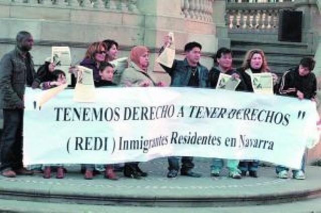"""Los inmigrantes demandaron su """"derecho a tener derechos"""" ayer en la Plaza del Castillo"""