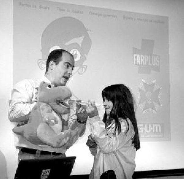 Farplus enseña higiene dental a 1.400 escolares navarros