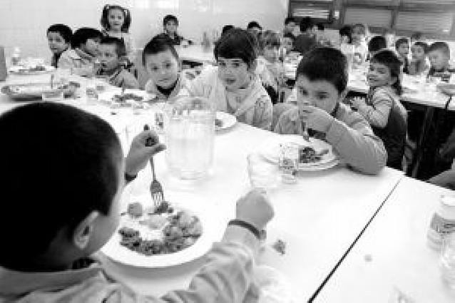 Unos 25.000 escolares de todos los niveles se quedan a comer en el colegio