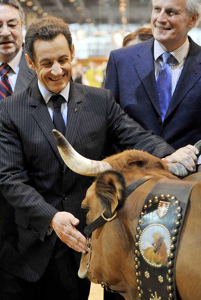 Sarkozy ya no pierde la sonrisa ni cuando insulta
