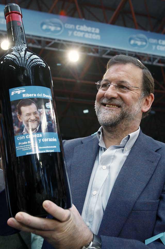 """Rajoy dice que el cambio es """"una necesidad nacional"""" porque a Zapatero """"se le ha subido La Moncloa a la cabeza"""""""