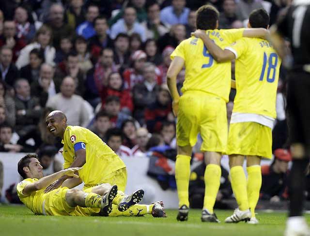 El Villarreal olvida la decepción europea con una remontada