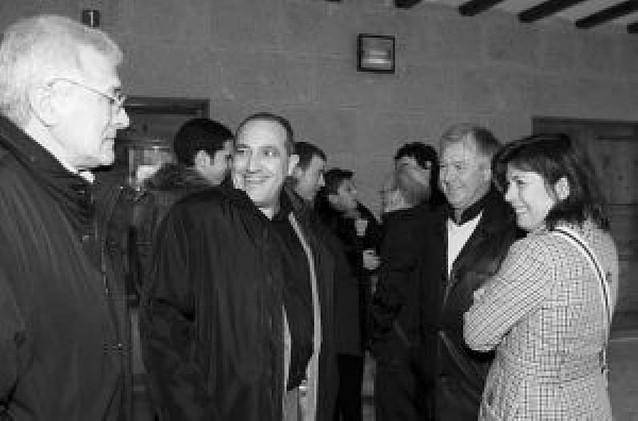 Reunión de políticos en el Día de la tostada en Arróniz