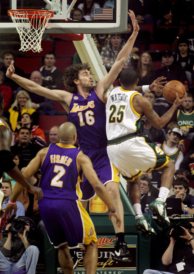 Gasol y Bryant dan el octavo triunfo consecutivo a los Lakers