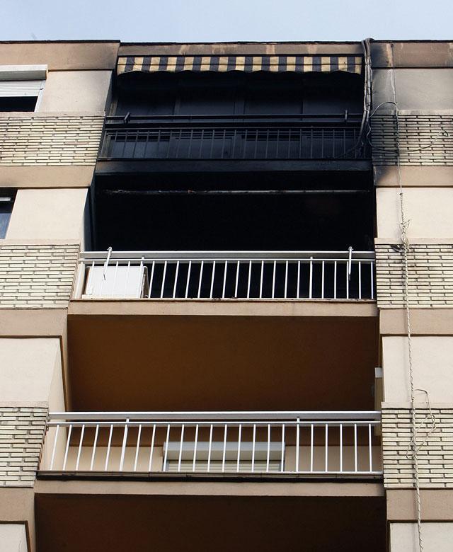 Dos heridos graves por quemaduras e intoxicación en un incendio en Valencia