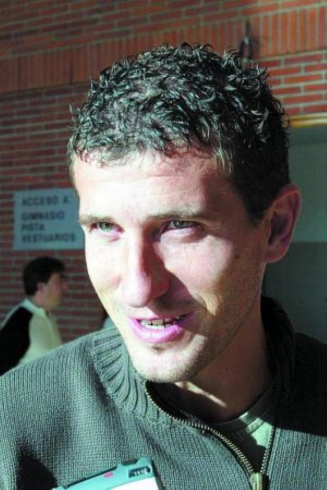 Santamaría debutó en 2ª parando un penalti