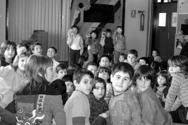 Teatro infantil de marionetas en el colegio de Arguedas