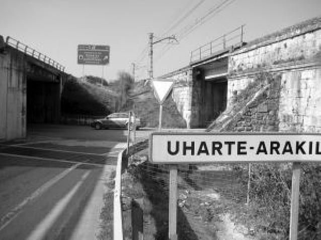 El tráfico pesado evitará el puente del ferrocarril en Uharte Arakil