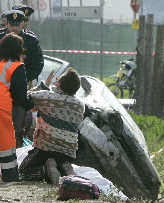 Cinco mujeres muertas al embestir un coche a un grupo que esperaba un autobús escolar en Italia