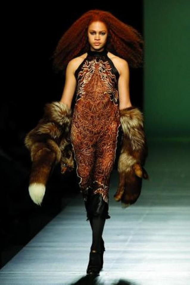 Gaultier y Loewe marcan los desfiles de moda en París