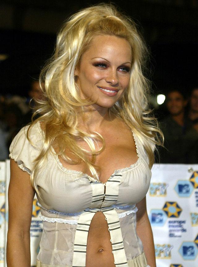 """Pamela Anderson solicita la anulación de su breve matrimonio por """"fraude"""""""