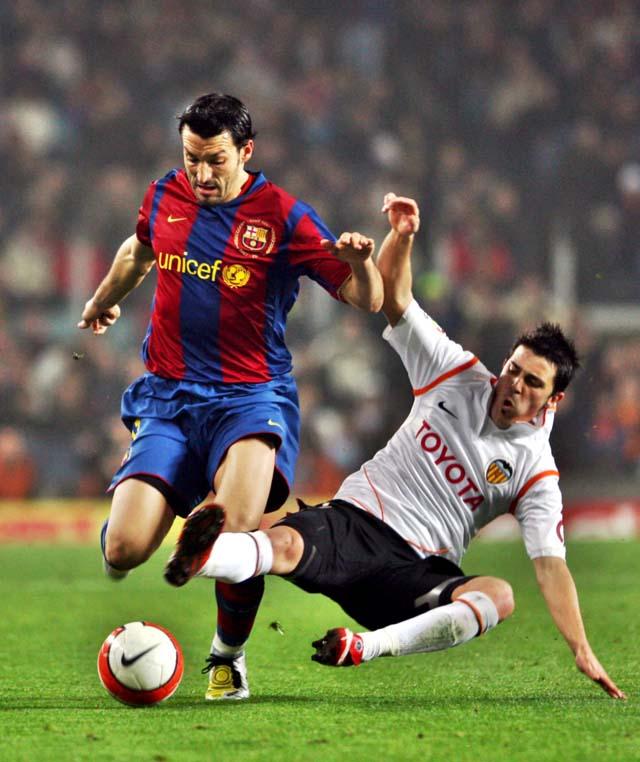Un gol de Xavi salva al Barcelona