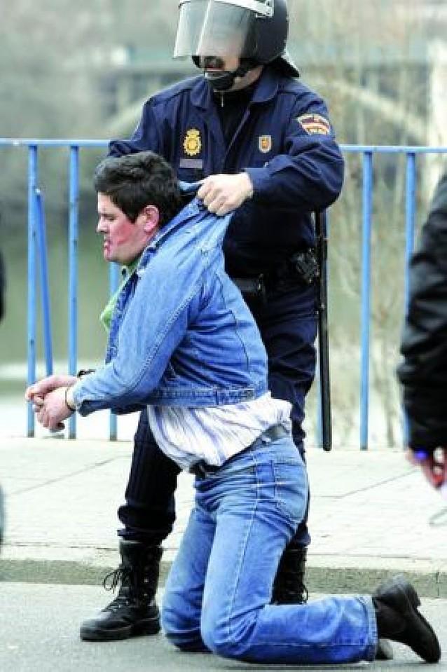 Catorce heridos y dos detenidos en una protesta de ganaderos