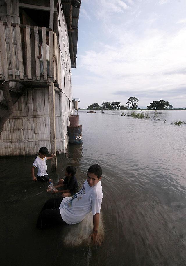 Se intensifica la ayuda internacional para los afectados por las inundaciones en Ecuador