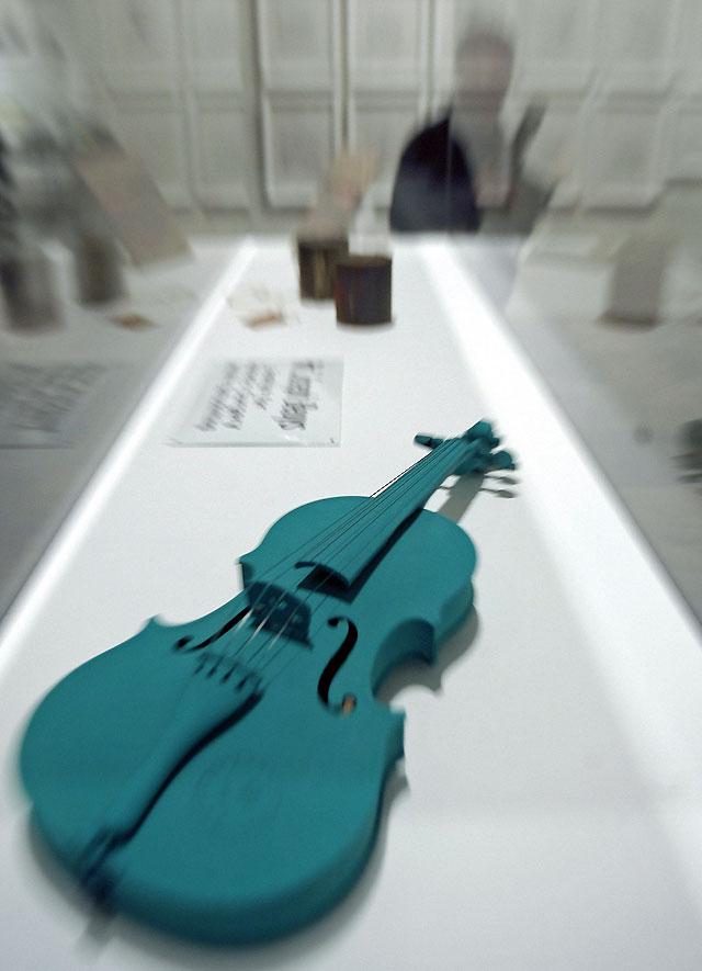 Una exposición del IVAM recrea la actividad creativa del visionario artista Beuys