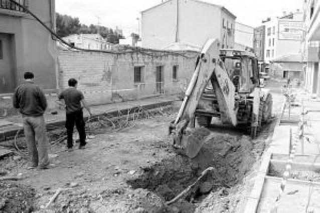 Una excavadora corta un cable de luz y deja sin suministro a 1.300 vecinos casi una hora