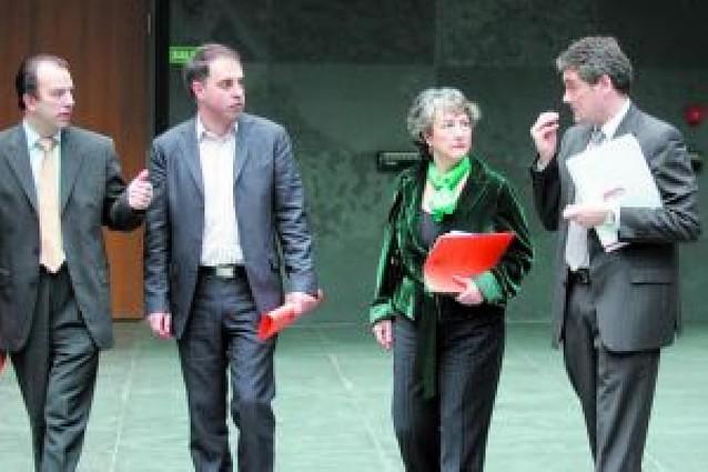 El pleno, incluido UPN, pide la venta del 0,74% de Iberdrola cuando sea rentable