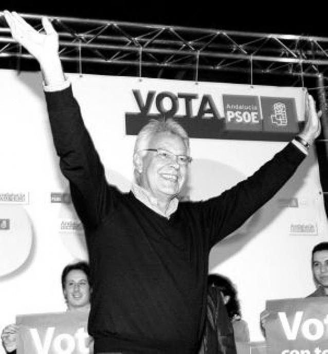 Felipe González irrita la campaña y califica de imbécil a Mariano Rajoy