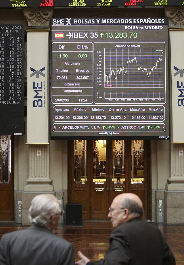 La Bolsa mantiene pérdidas a mediodía y el Ibex cae el 0,29%