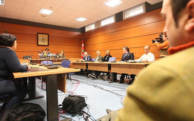 El Ayuntamiento de Derio condena el atentado con la ausencia del concejal de ANV