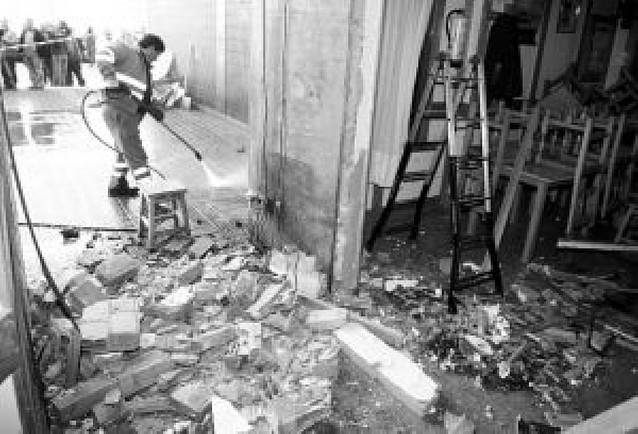El artefacto que explotó en la sede del PSE en Derio contenía 3 kilos de amonal