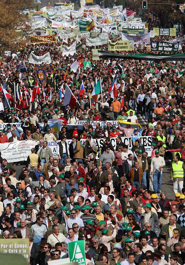 Decenas de miles de manifestantes piden en Madrid una modificación de la Ley de Biodiversidad
