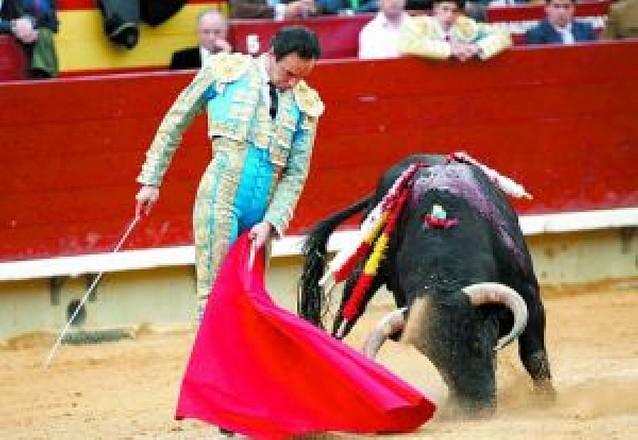 """Triunfo menor de """"El Cid"""" en una mala corrida de la feria de Castellón"""