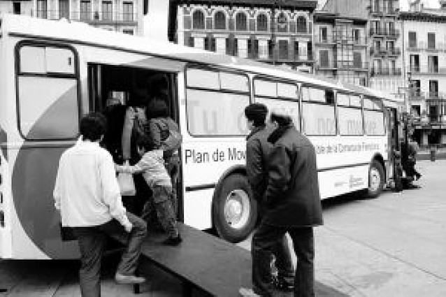 El Bus de la Movilidad inició su periplo en la Plaza del Castillo