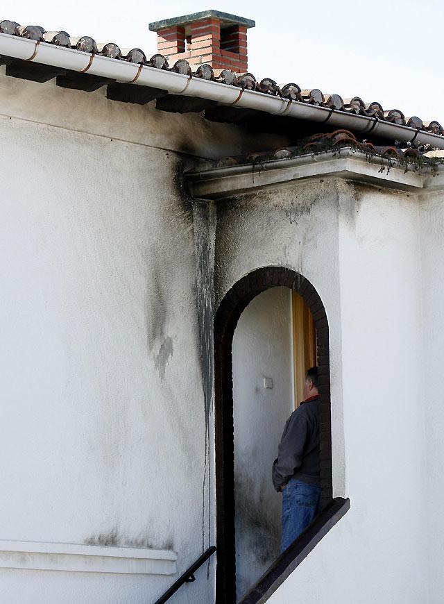 Atacan con botellas incendiarias la casa y el coche de Asun Apesteguía