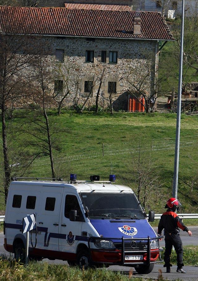 La Ertzaintza detiene a dos presuntos miembros de ETA en Vizcaya