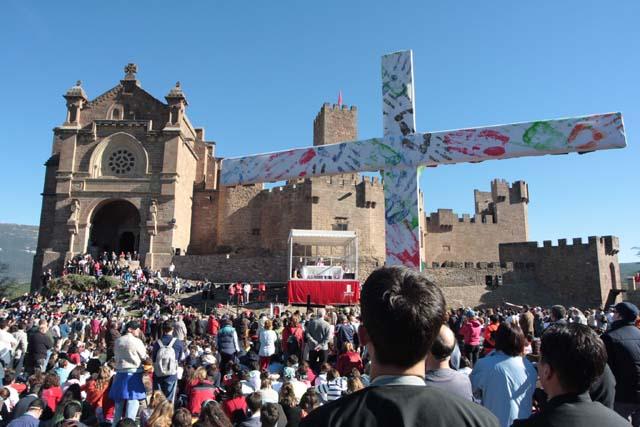 Más de 9.000 peregrinos se congregan en la explanada de Javier