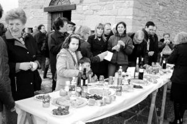 El Ayuntamiento de Lodosa ofreció un aperitivo junto a la ermita